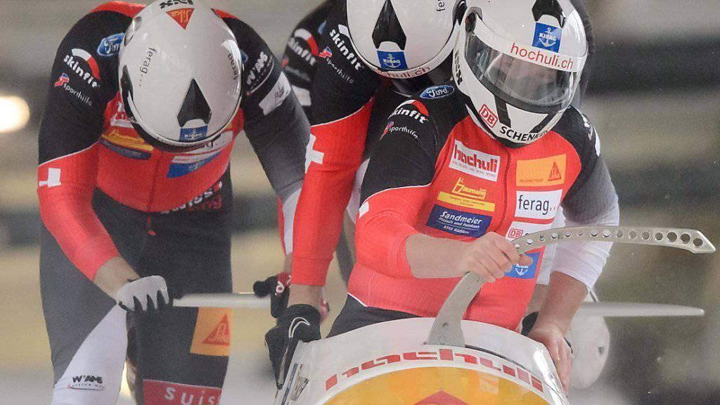 Bob-Pilot Rico Peter verpasst beim Weltcup-Auftakt in Altenberg (De) das Podest im Vierer als Vierter knapp