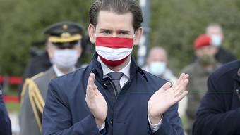 Sebastian Kurz (ÖVP), Bundeskanzler von Österreich, trägt eine Mund-Nasen-Bedeckung. Foto: Ronald Zak/AP/dpa