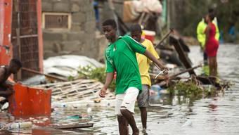 Ein überflutetes Dorf in der Region Praia Nova in Mosambik.