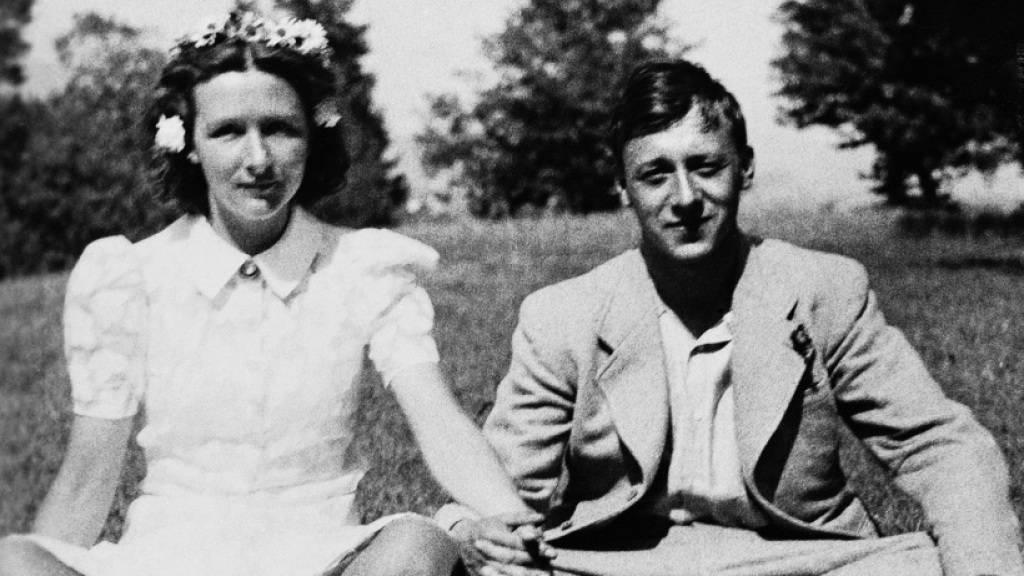 Die Schriftstellerin S. Corinna Bille und der Schriftsteller Maurice Chappaz waren ein Paar fürs Leben. Dieses Bild zeigt die beiden 1942 in der ersten Zeit der Liebe.