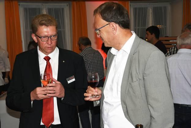 Bank-Verwaltungsrat Martin Sommer (links) diskutiert mit Christoph Fankhauser.