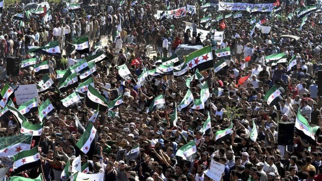 Protestaktionen gegen die befürchtete Offensive des Regimes fanden am Sonntag in der ganzen Region Idlib statt.