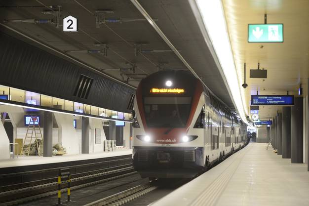 Mühsam für Pendler: Die S-Bahn Station Opfikon muss neu abgedichtet werden (Symbolbild).