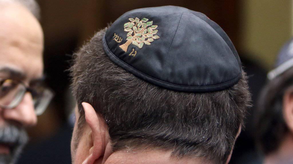 Jüdische Würdenträger aus Marseille: In Frankreich nehmen anti-semitische Verbrechen laut dem Europarat zu. Dieser zeigt sich allgemein alarmiert über den Rassismus in Frankreich, der sich auch gegen Muslime, Roma und Sinti richtet. (Archivbild)