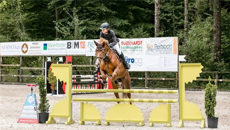 Schon während des ersten Wettbewerbs des Herbst-Concours geben Reiter und Pferd alles für eine gute Klassierung.