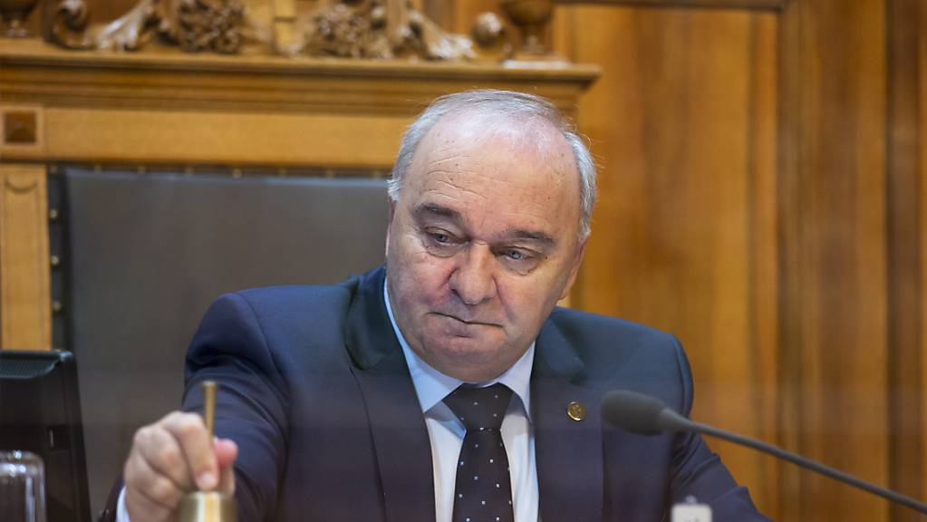 Ständeratspräsident Alex Kuprecht (SVP/SZ) hat am Montagnachmittag die erste Sitzung der Frühlingssession eröffnet. (Archivbild)