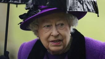 Die britische Königin Elizabeth II ist wieder auf dem Damm: Nach einer schweren Erkältung nahm sie am heutigen Sonntag am Gottesdienst teil.