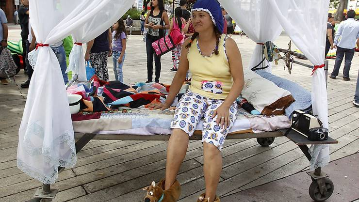 Mit der Kür des schönsten Schlafanzugs, einem Kissen-Jonglier-Wettbewerb und einem Wettrennen mit Betten auf Rädern hat die kolumbianische Stadt Itagüi am Sonntag den jährlichen Weltfaulheitstag begangen.