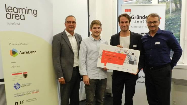 Von links: Urs Blaser (Wirtschaftsförderung Region Olten), Marc-Alain Chételat, Lukas Frey, und Thomas Heimann (Gründerzentrum Kanton Solothurn).