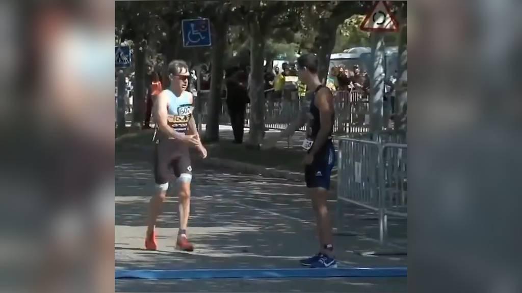 Wahrer Sportsgeist: Triathlet verzichtet für Konkurrenten auf Podestplatz