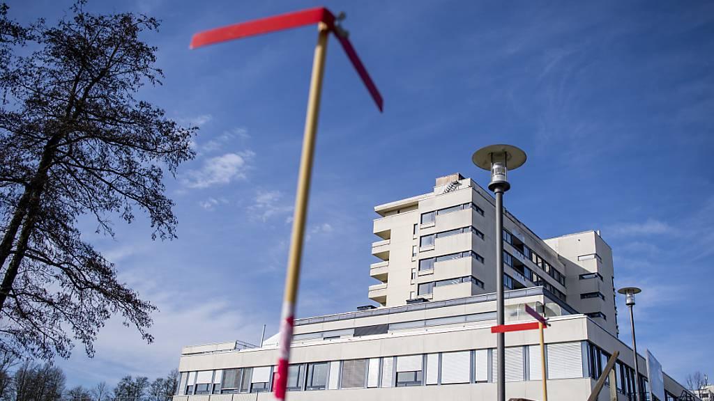 Das Spital Wolhusen soll umgebaut werden - eine Beschwerde von Dritten zur Umgebungsgestaltung wurde zurückgezogen. (Archivbild)