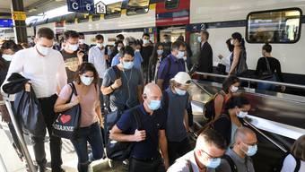 Viele Städte wollen sicherstellen, dass alle die Vorgaben des Bundes zum Maskentragen einhalten können.