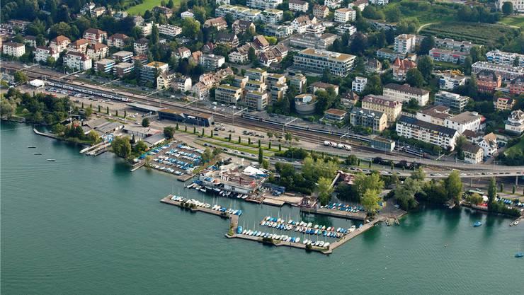 Der heutige Hafen bei Tiefenbrunnen entstand 1979 als Umschlagplatz der Kibag AG.