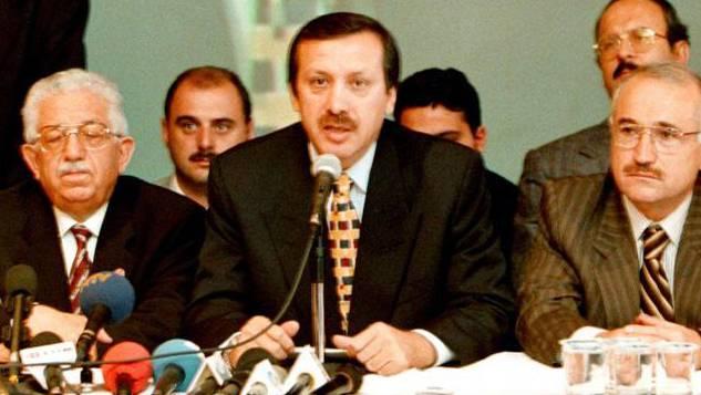 Seit 1999 bezeichnet sich Erdogan hin und wieder als Opfer unterdrückter Meinungsfreiheit.