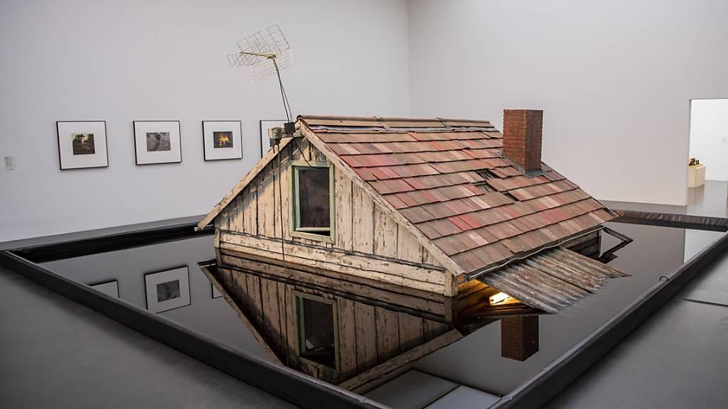 Konservatorische Herausforderung: Das Kunstmuseum Luzern erwirbt ein Werk des Künstlers Rinus Van de Velde, dessen Ausstellung es aktuell zeigt.