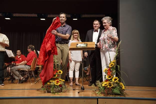 Daniel Furrer (Bürgerpräsident), Doris Heinimann (Präsidentin Kulturkommission), Gemeindepräsident Roger Siegenthaler und Lisbeth Mathys-Sieber