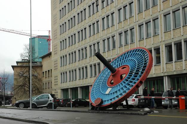 Eine Turbine mit Baujahr 1885 markiert das Firmenareal der früheren Escher Wyss, heute MAN Diesel & Turbo.