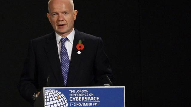 Der britische Aussenminister William Hague eröffnet die Konferenz