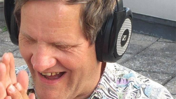 Ueli Marmet ist blind und verfolgt die EM mit Begeisterung per Kopfhörer.