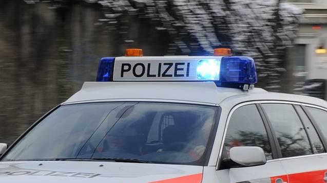 Polizei unterwegs mit Blaulicht