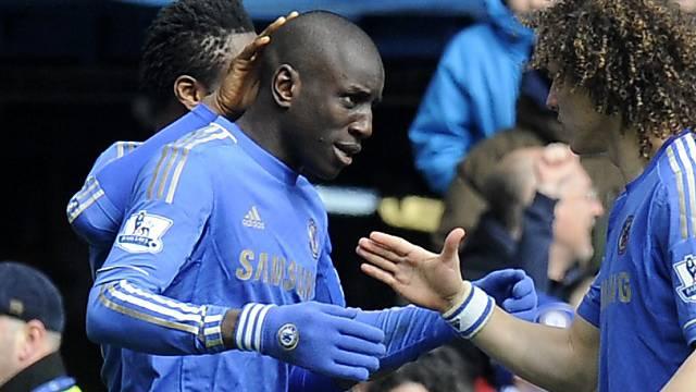 Demba Ba (links) lässt sich beglückwünschen