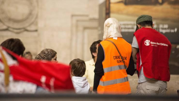 Gemeindemitarbeiter und Helfer von Save the Children kümmern sich um die syrischen Flüchtlinge.