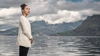 Steht vor einer ungewissen Zukunft: Kelly Alves am Vierwaldstättersee in Hergiswil im Kanton Nidwalden.