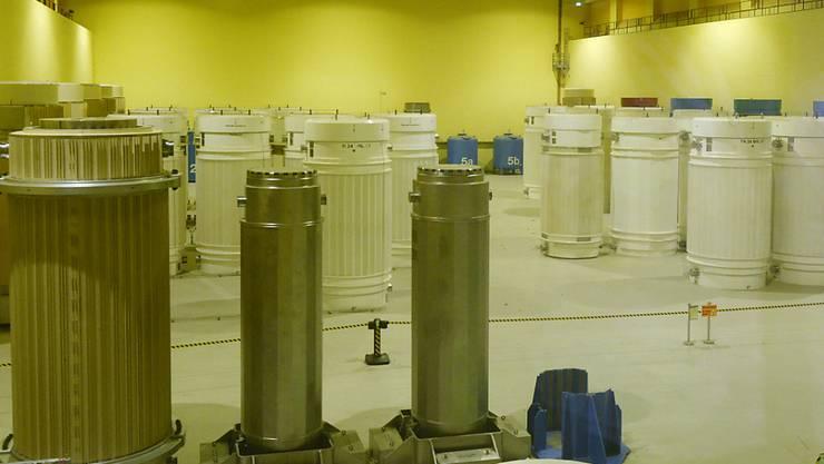 Der hochradioaktive Abfall aus den Schweizer Atomkraftwerken steht noch viele Jahre im Zwischenlager in Würenlingen AG, bevor er  in ein Tiefenlager transportiert werden kann. Die Suche nach einem Tiefenlager dauert an.