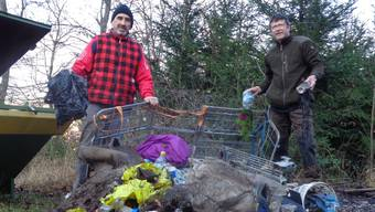 Marco Agostini fand mehrere Orte, an denen Abfall und Bauschutt aus dem Boden drängen.