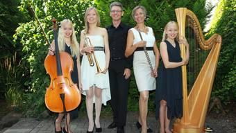 Alles andere als verbissen: Nora, Olivia, Alois, Sabina und Jana Bürger (von links) haben Spass beim Musizieren.