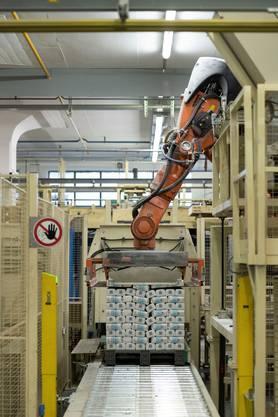 Immer mehr Firmen ersetzen menschliche Arbeitskräfte mit automatisierten KI-Systemen – auch in der Schweiz.