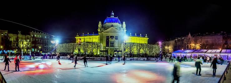 Das Eisfeld auf dem König-Tomislav-Platz zieht im Winter die Leute an.