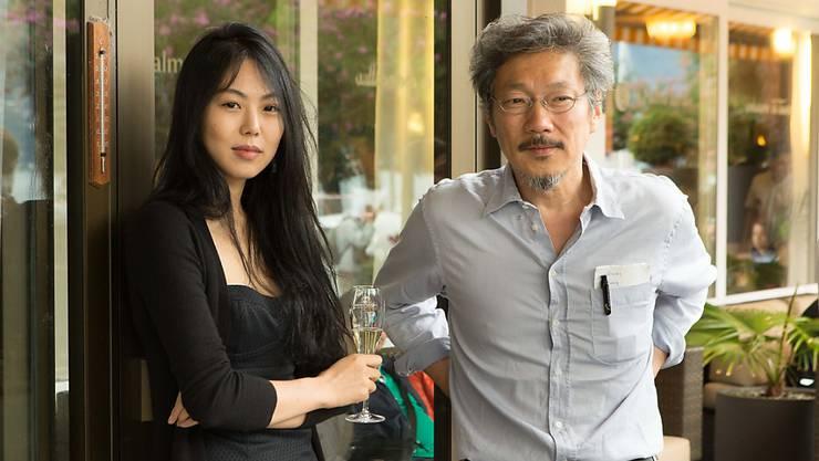 Der Gewinner des Goldenen Leoparden, Regisseur Hong Sangsoo und Darstellerin Kim Min-hee am Samstag beim traditionellen Dinner der Preisträger (Handout)