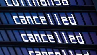 Der für morgen geplante Streik der Flugbegleiter bei der Lufthansa kann stattfinden. Das Arbeitsgericht Frankfurt hat einen Eilantrag des Unternehmens gegen den Arbeitskampf der Gewerkschaft Ufo abgelehnt. (Archiv)