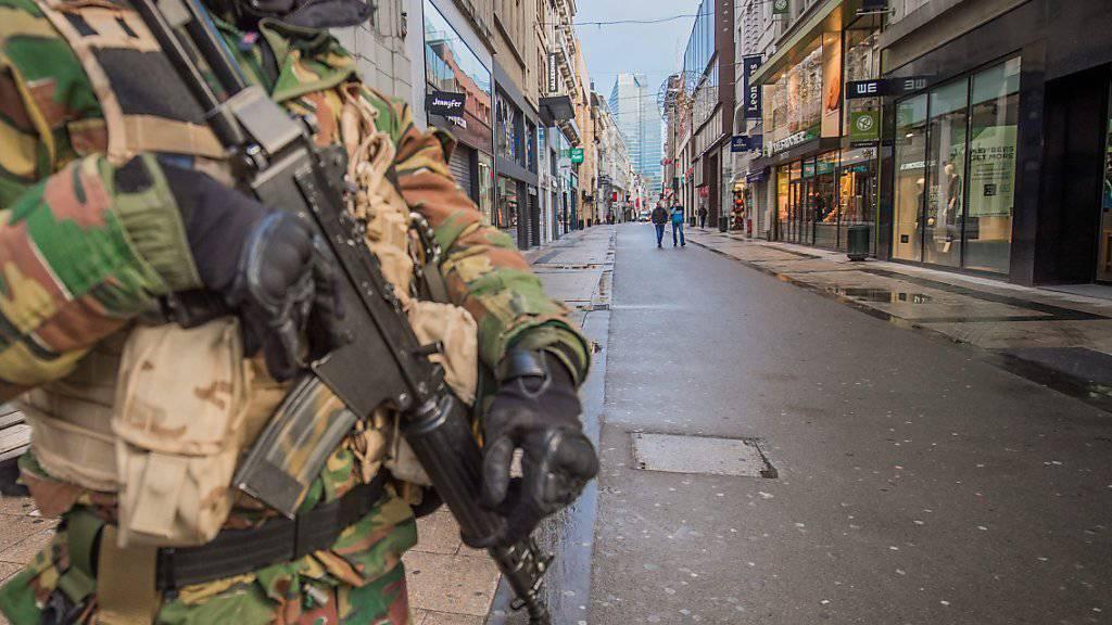 Brüssel ist zurzeit eine Geisterstadt: Nur wenige Menschen sind in den Strassen zu sehen, Sicherheitskräfte sind allgegenwärtig.