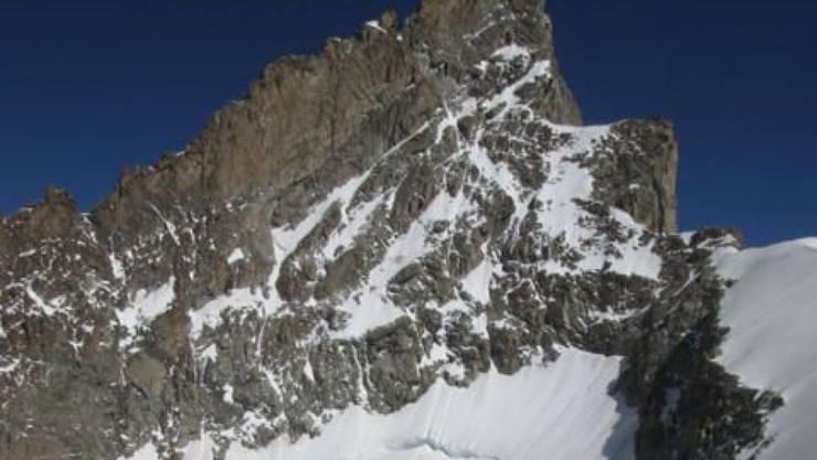 Am Zinalrothorn in Zermatt ist am Sonntagmorgen ein Bergsteiger tödlich verunglückt. (Bild: Walliser Kantonspolizei)