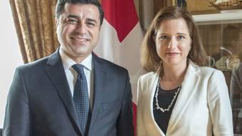 Nationalratspraesidentin Christa Markwalder empfing den kurdischen Politiker und Chef der Kurdenpartei HDP Selahattin Demirtas in Bern.