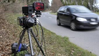 Bei der Geschwindigkeitskontrolle wurden sechs Verkehrsteilnehmer erwischt, die viel zu schnell unterwegs waren. (Symbolbild)