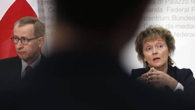 Stehen beim US-Bankendeal im Fokus: Staatssekretär Michael Ambühl und Bundesrätin Eveline Widmer-Schlumpf. Foto: Keystone