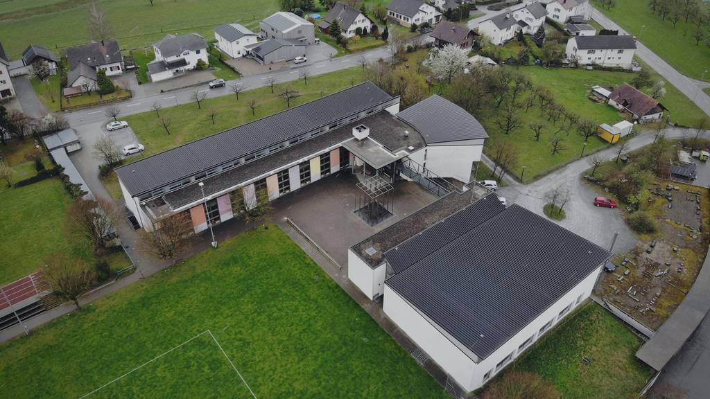 Das Oberstufenschulhaus in Wigoltingen hat inzwischen eine ungewollte Berühmtheit erhalten.
