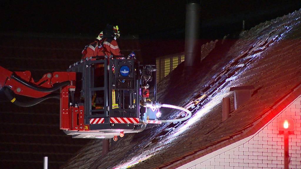 Oberaach (TG): Brand in Dachstock fordert einen Leichtverletzten