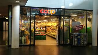 Alarm am Bahnhof Aarau: Am Donnerstagmorgen wurde der Coop-Supermarkt komplett evakuiert. (Archivbild)