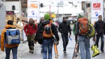 Sportler vor dem Start zur Patrouille des Glaciers in Zermatt