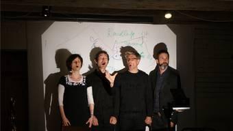 Die vier Künstler bieten auch eine Gesangseinlage.