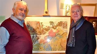 Vor dem nordwestlichen Blatt der Scheuchzer-Karte des Jahres 1712: Franz Schwendemann (links) und Alois Schmelzer. Richard Kaiser