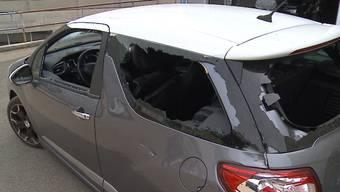 Salvatore Picardi traut seinen Augen nicht, als er seinen Citroën schrottreif auffindet. Wie auch im vergangenen März sind die Täter nicht bekannt.
