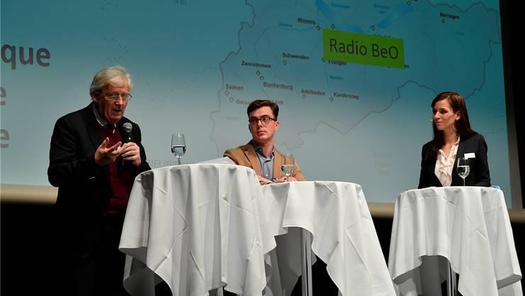 Ständerat Hans Stöckli (SP) und Thomas Juch, Co-Präsident «No Billag»-Komitee, Sophie Hostettler, Programmleiterin Telebielingue.