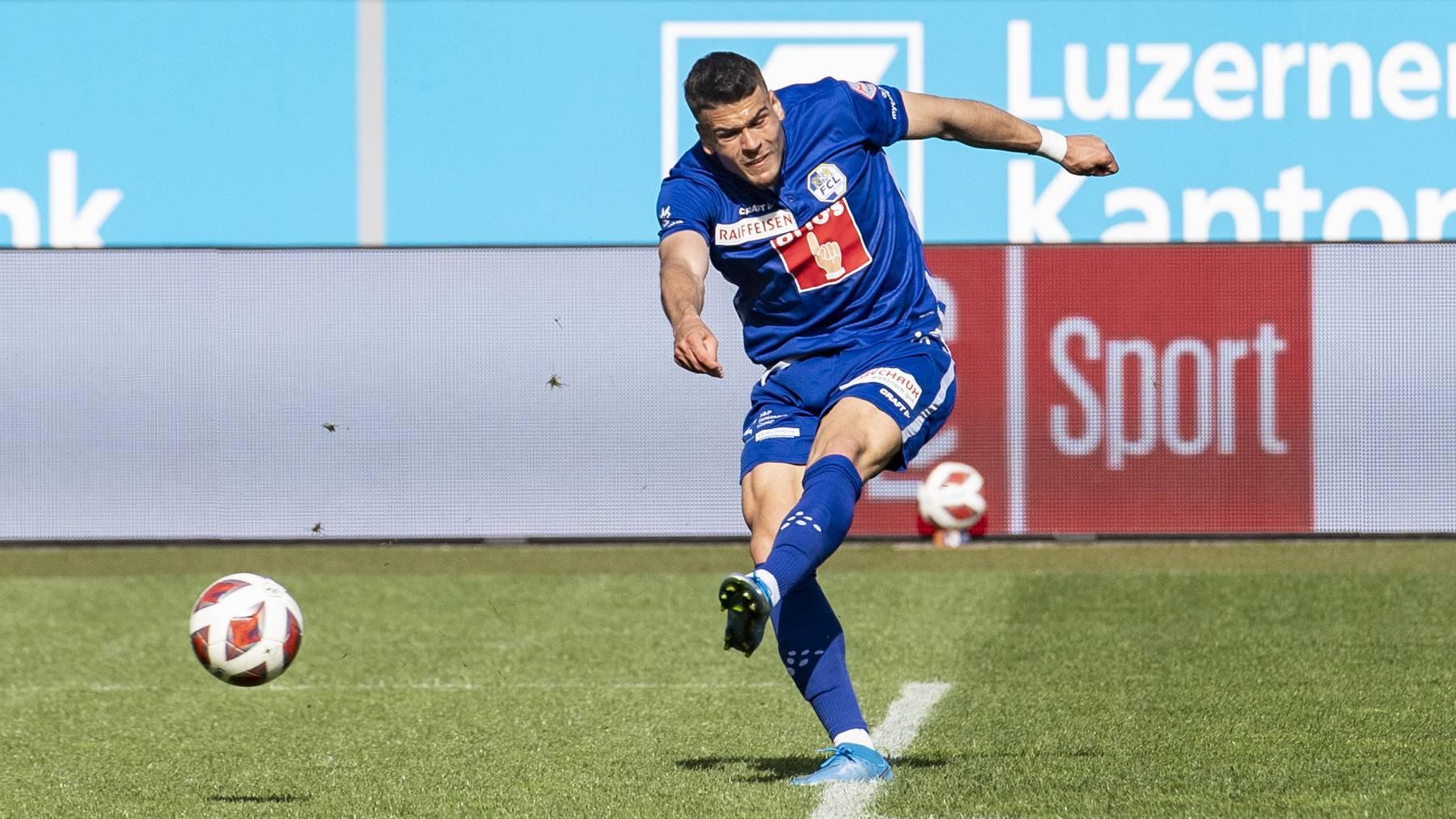 Filip Ugrinic von Luzern schiesst das Tor zum 1:0 beim Super League Meisterschaftsspiel zwischen dem FC Luzern und dem Servette FC vom Sonntag, 9. Mai 2021 in Luzern.
