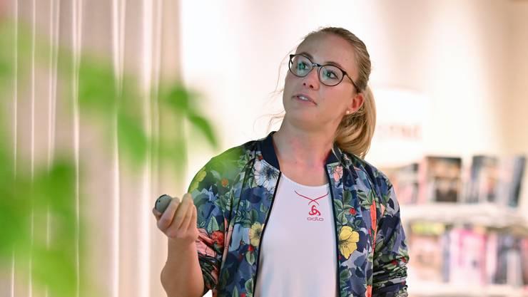 Ariella Kaeslin war am Dienstagabend zu Gast in der Dulliker Gemeindebibliothek.