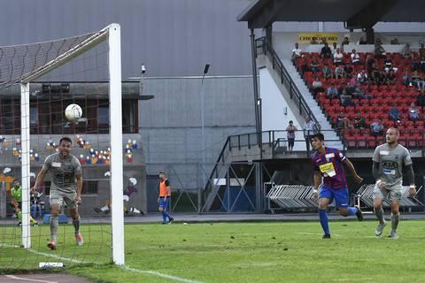 Es wird noch besser: Von Patrick Rossini (l.) bedient, gelingt auch Marco Schneuwly (r.) der lange ersehnte Treffer. Nach wenigen Spielminuten führt der FC Aarau mit 2:0.